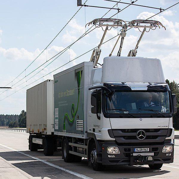 Energieversorgung des Straßengüterfernverkehrs über Oberleitungen