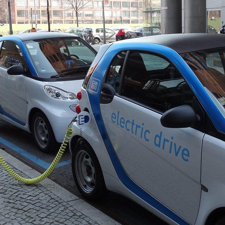 Netzintegration von Elektrofahrzeugen: Energie- und Mobilitätswende zusammendenken