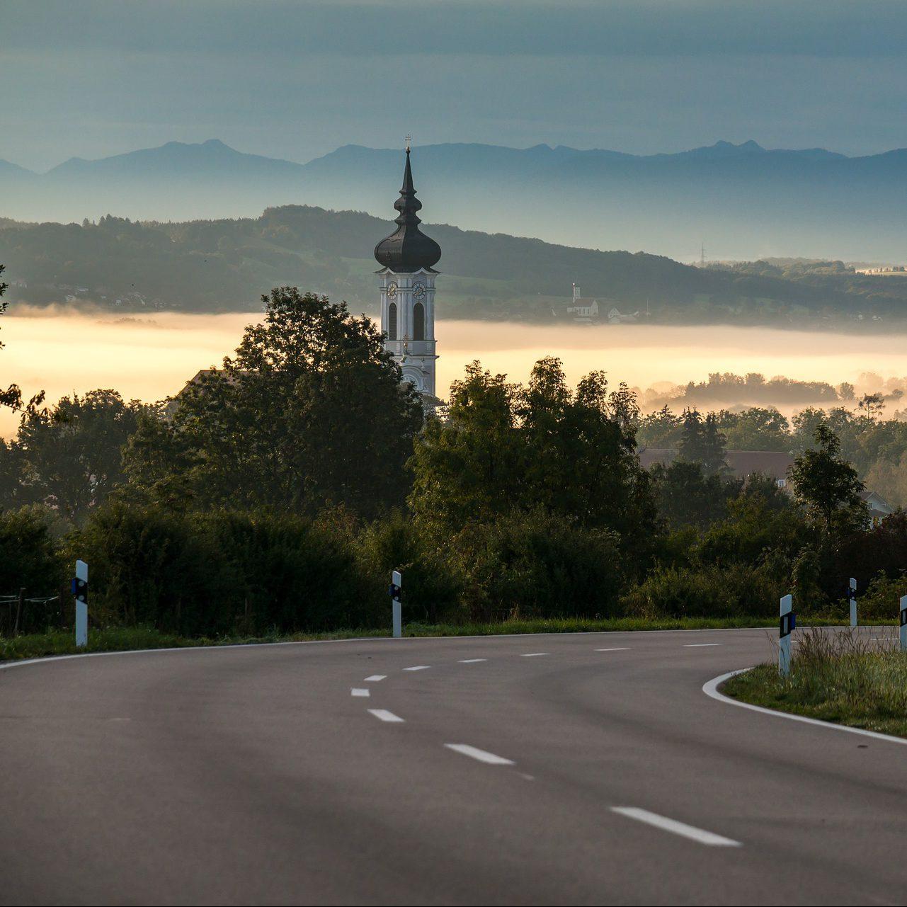 Revitalisierung des ländlichen Raums durch intelligente Mobilitätskonzepte - Vorstellung und rechtiche Einordnung eines Modellprojektes