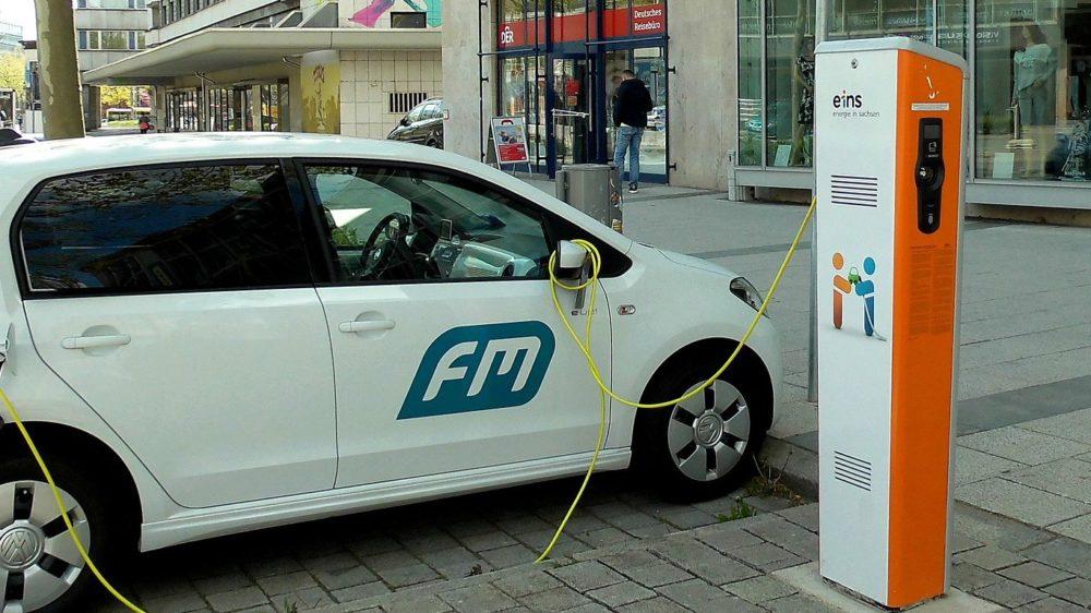 electric-vehicle-1394335_1920