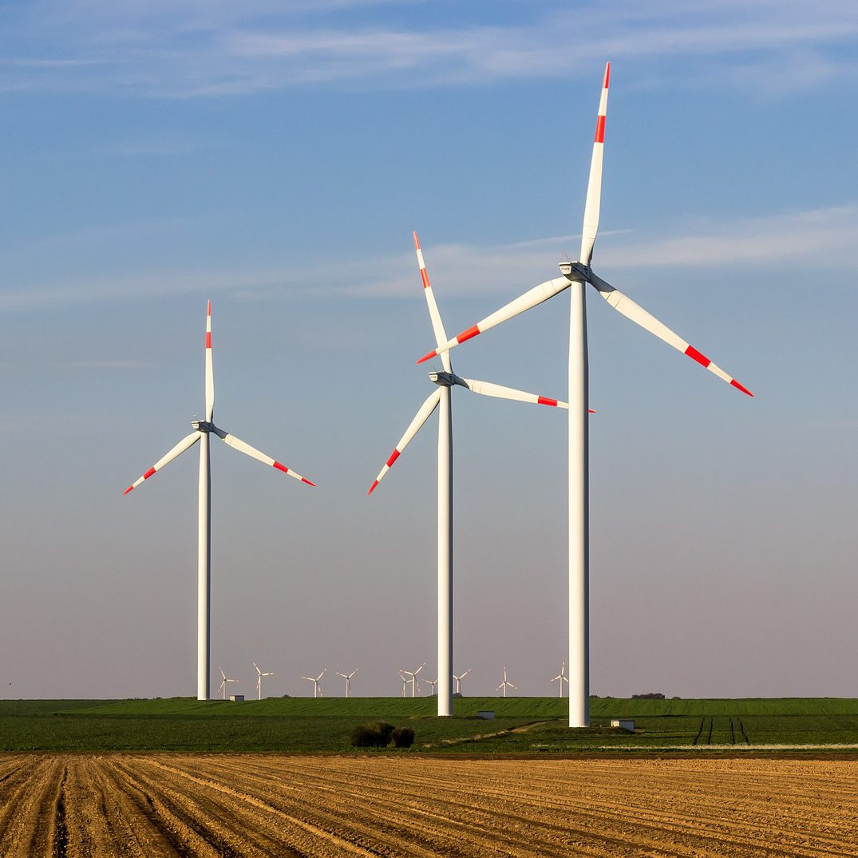Das Recht der Windkraftnutzung zu Lande unter Reformdruck – Zwingen Planungs- und Akzeptanzdefizite zu einer Neujustierung der Rechte von Staat, Kommunen, Anlagenbetreibern, Landeigentümern und betroffenen Bürgern?