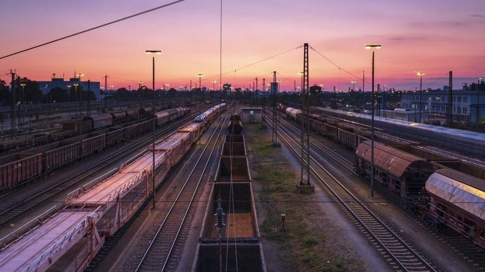 railway-station-3595033_1920