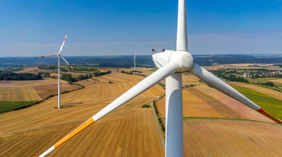 Energiewende braucht Aufwind: Windräder sollen Kommunen und Bürger*innen finanziell nutzen