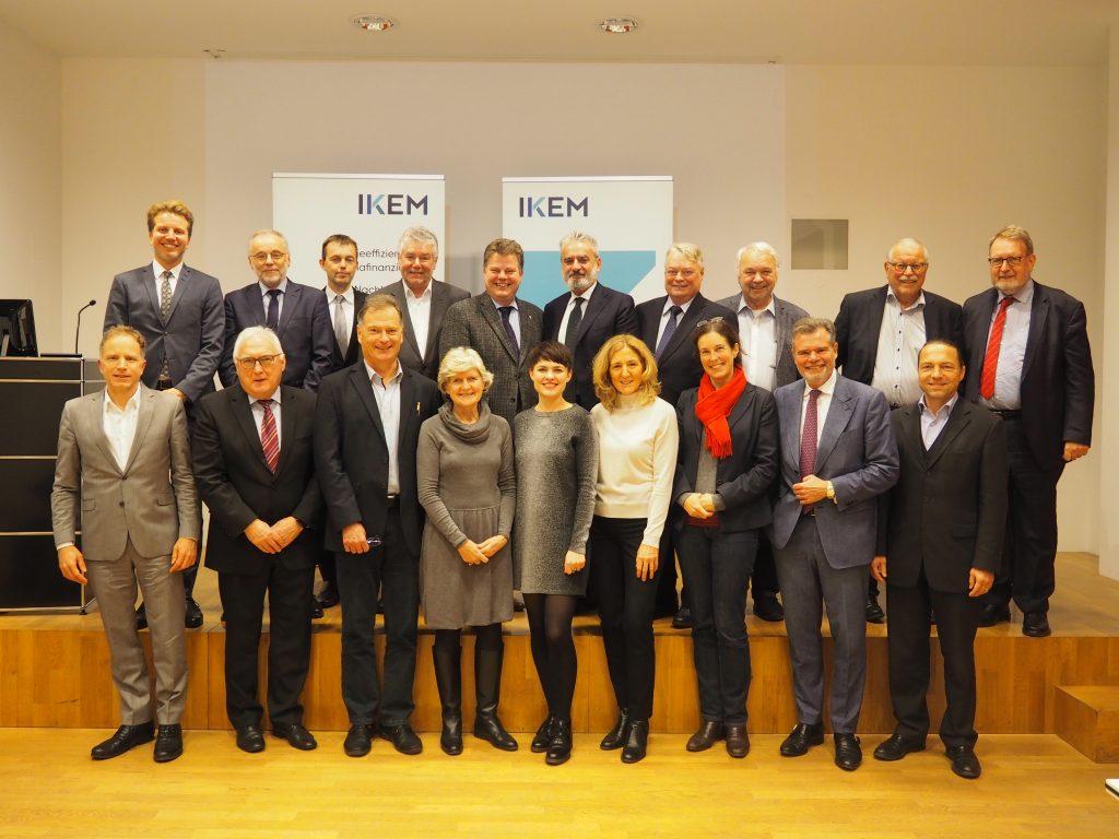 Mitglieder des Beirats mit Geschäftsführer Simon Schäfer-Stradowsky und Direktor Prof. Dr. Michael Rodi (Quelle: IKEM)
