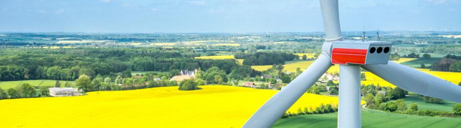 Luftbild einer Windkraftanlage in Mecklenburg Vorpommern (Quelle: stock.adobe.com)