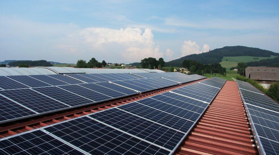 Solarpanels (Pixabay/Schroperoval)