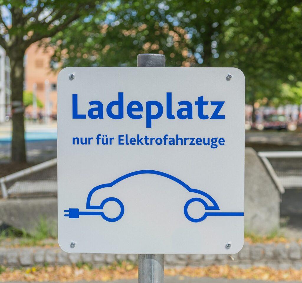 E-Ladeinfrastruktur in der Stadt - Rechtsentwicklungen in Deutschland, Schwerpunkt Gebäude