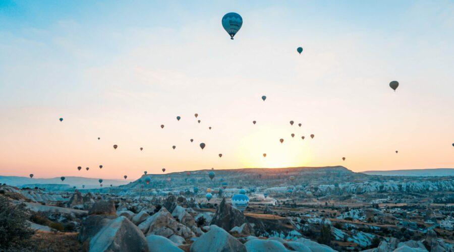 Heißluftballons (Quelle: Pexels/Adil